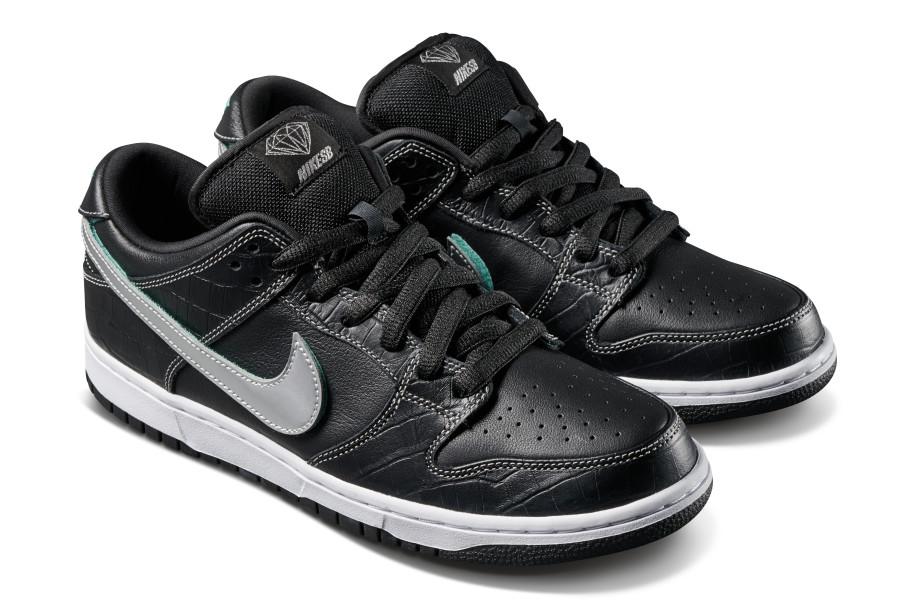 Diamond Supply Co. x Nike SB Dunk Low 'Black' (Pair Front)