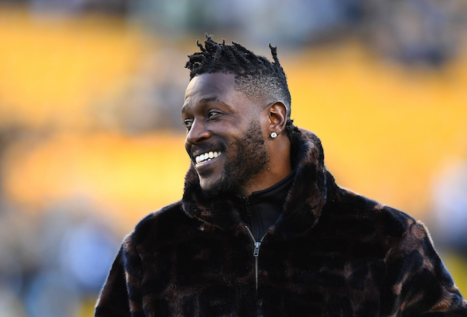 the best attitude 6b50b 4774e Antonio Brown Posts Image Wearing 49ers Jersey With Jerry ...