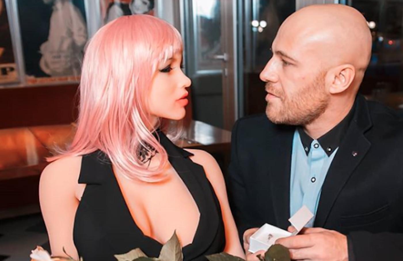 Yuri Tolochko proposes to sex doll Margo.
