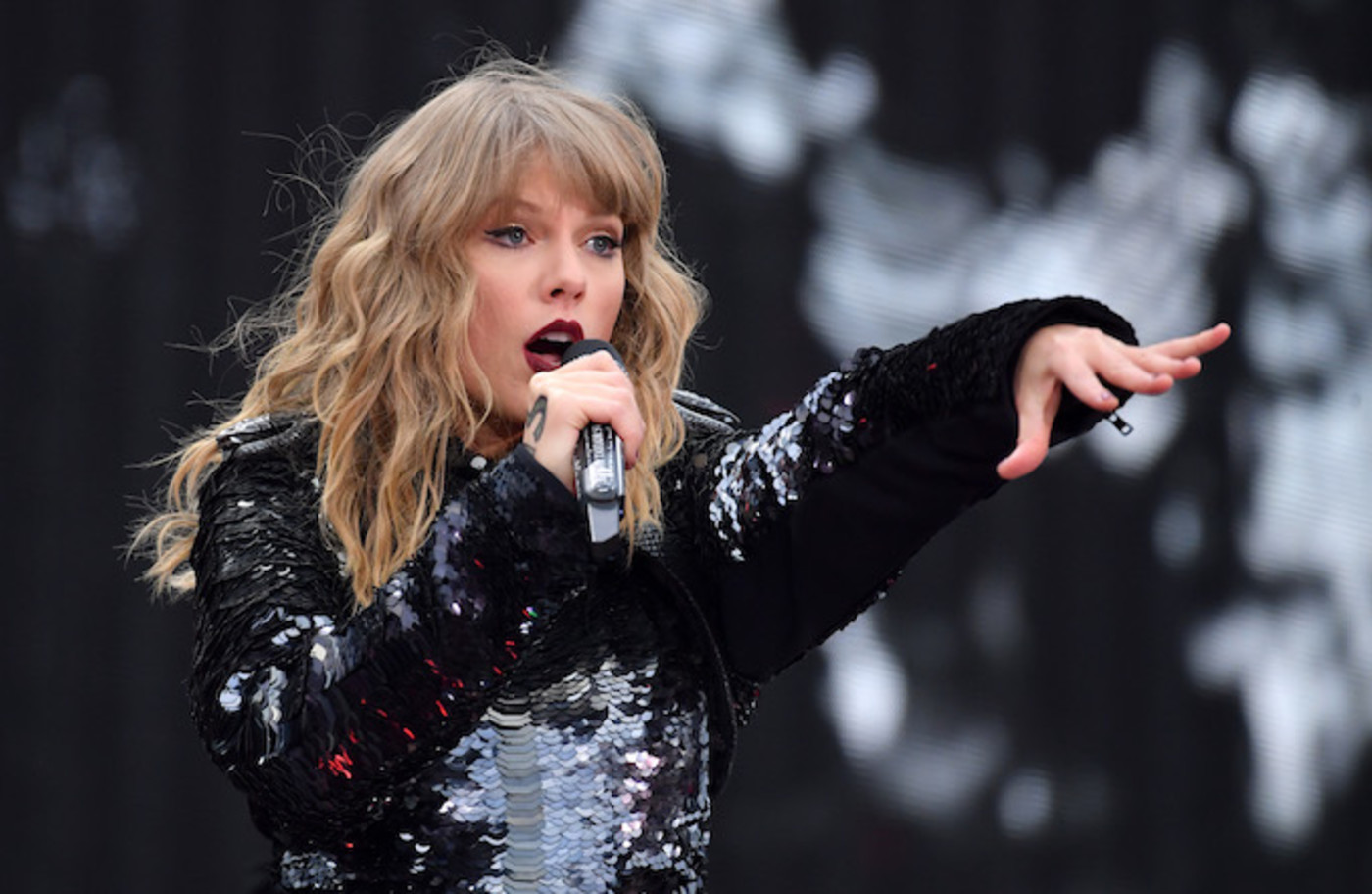 Taylor Swift performing in Dublin