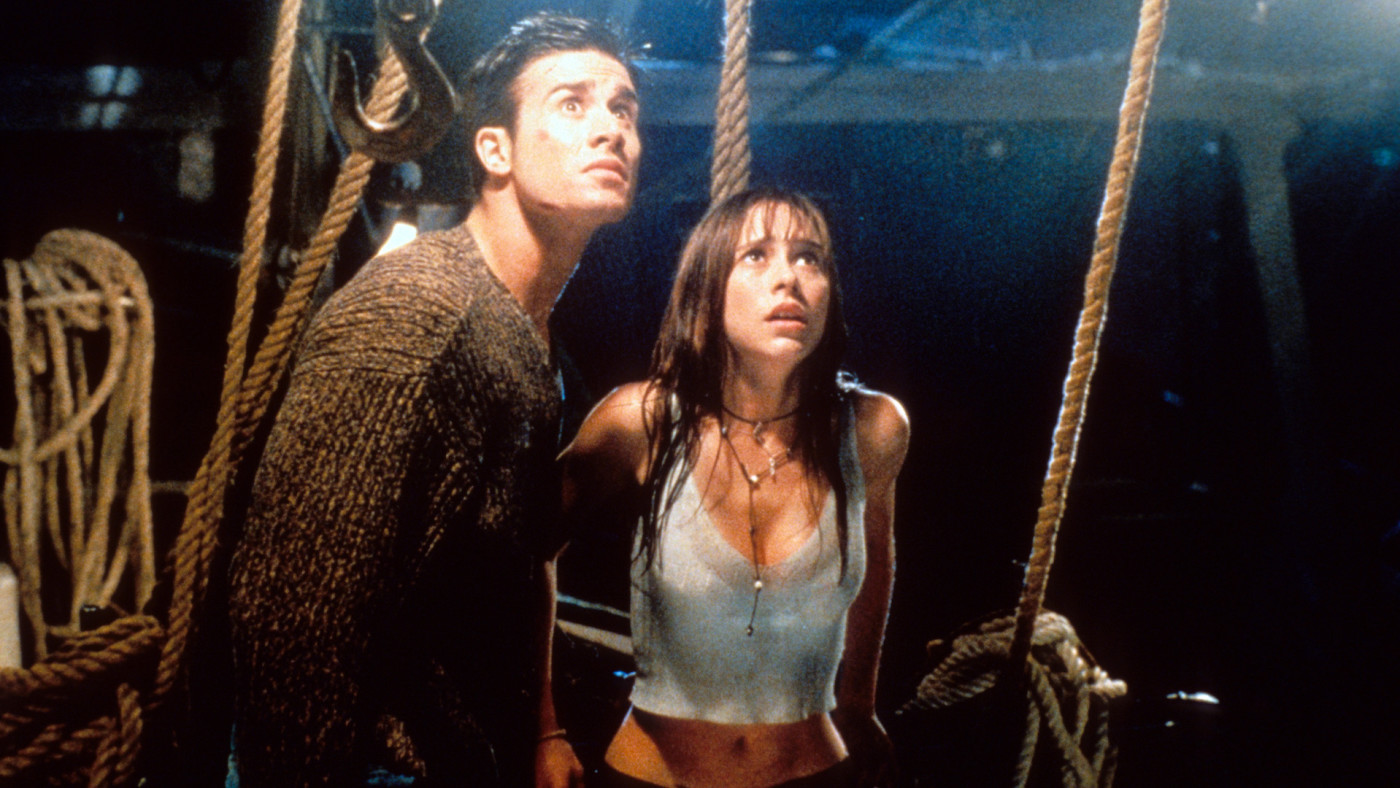 Freddie Prinze Jr and Jennifer Love Hewitt in a scene from 'I Still Know What You Did Last Summer.'