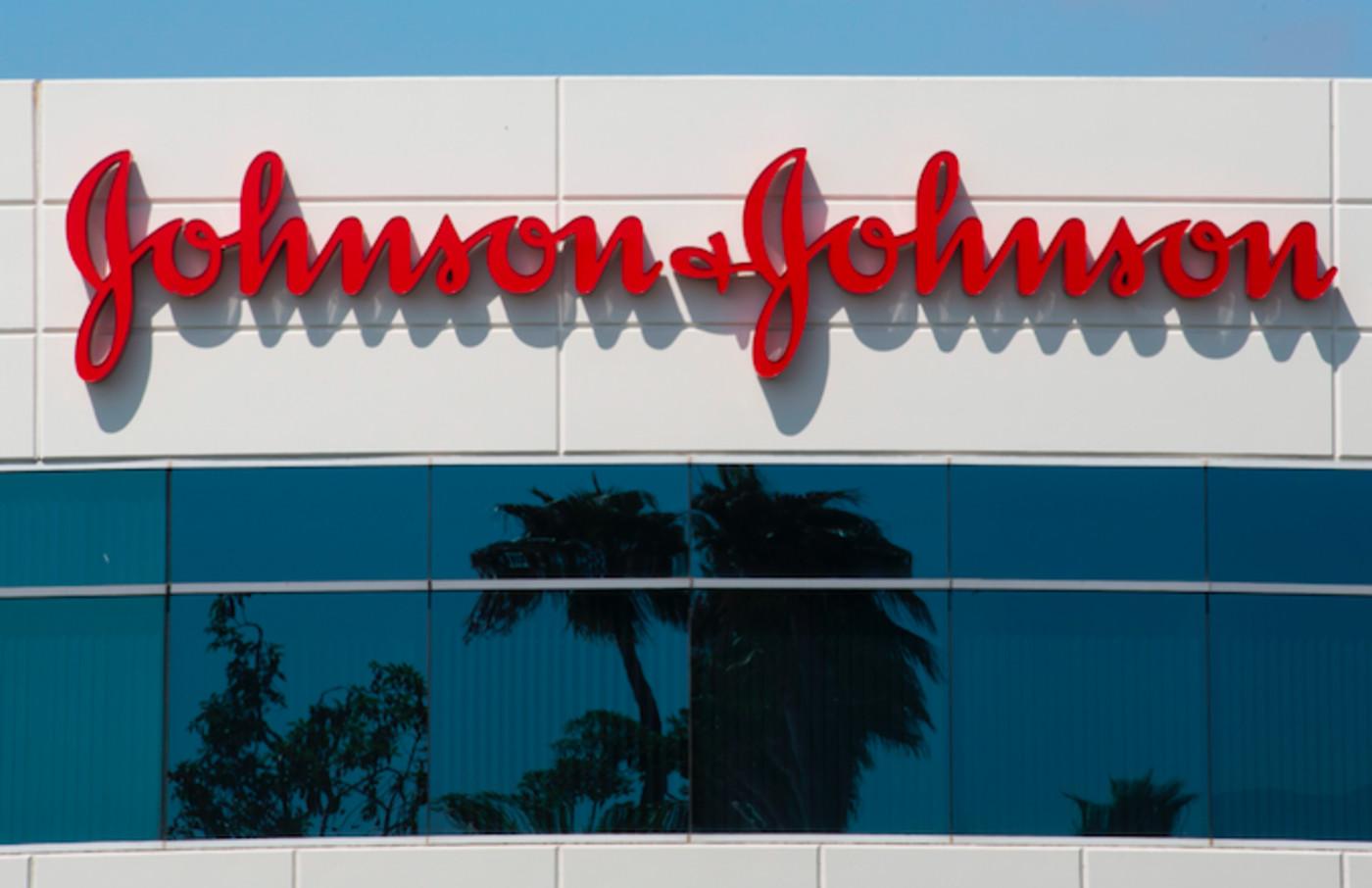 johnson johnson ordered to 8 billion dollars in male breast growth risperdal case - 3 Cổ Phiếu Cổ Tức Sẽ Vững Như Núi Nếu Thị Trường Sụp Đổ Lần Nữa