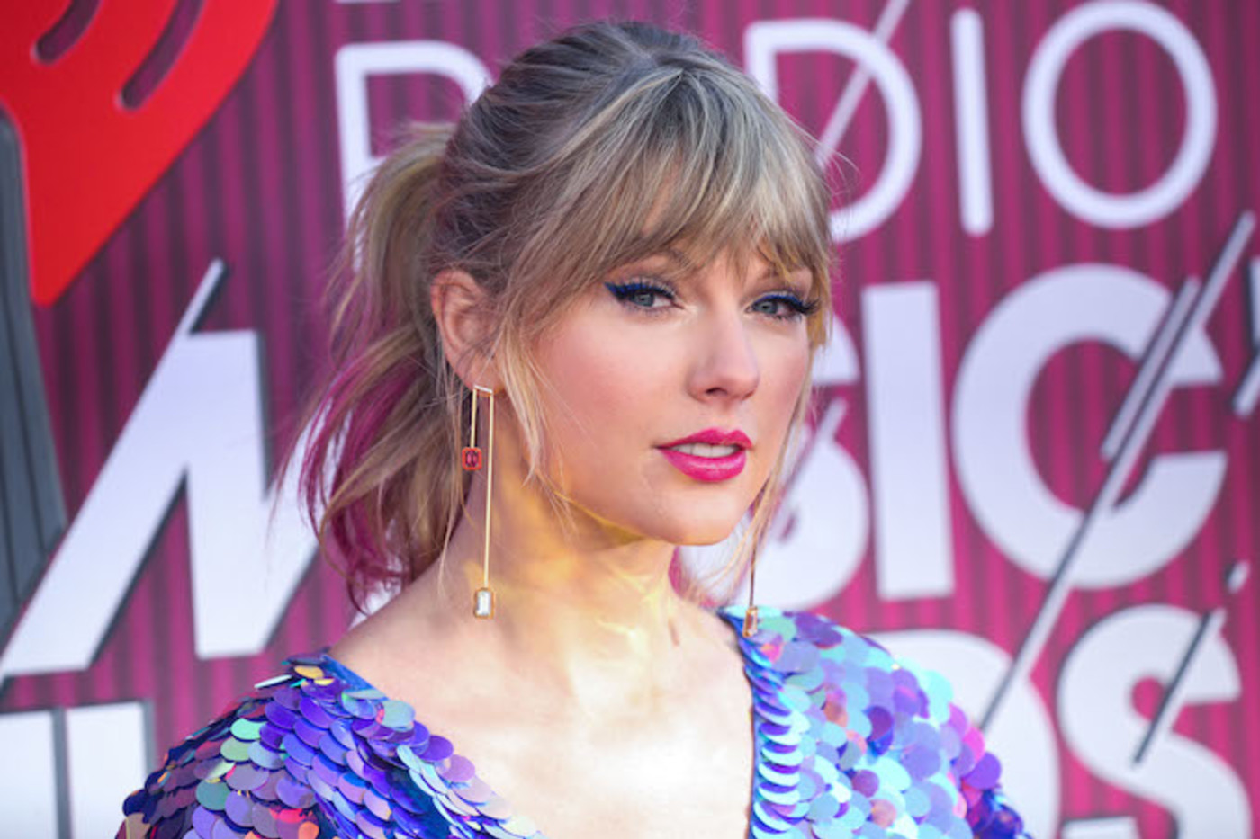Taylor Swift Liked An Ig Post Calling Kanye West S Famous Video Revenge Porn Complex