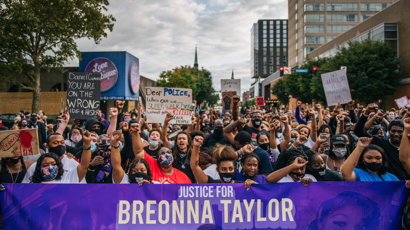Body Camera Footage Contradicts Claims Made By Police About Breonna Taylor Complex