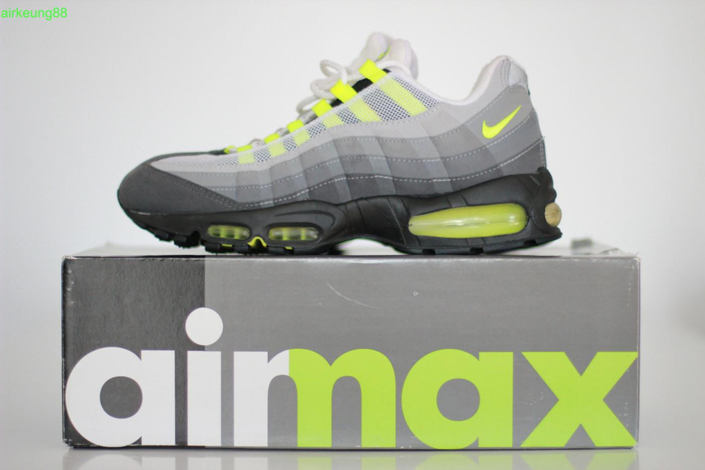 Air Max 95 neon box