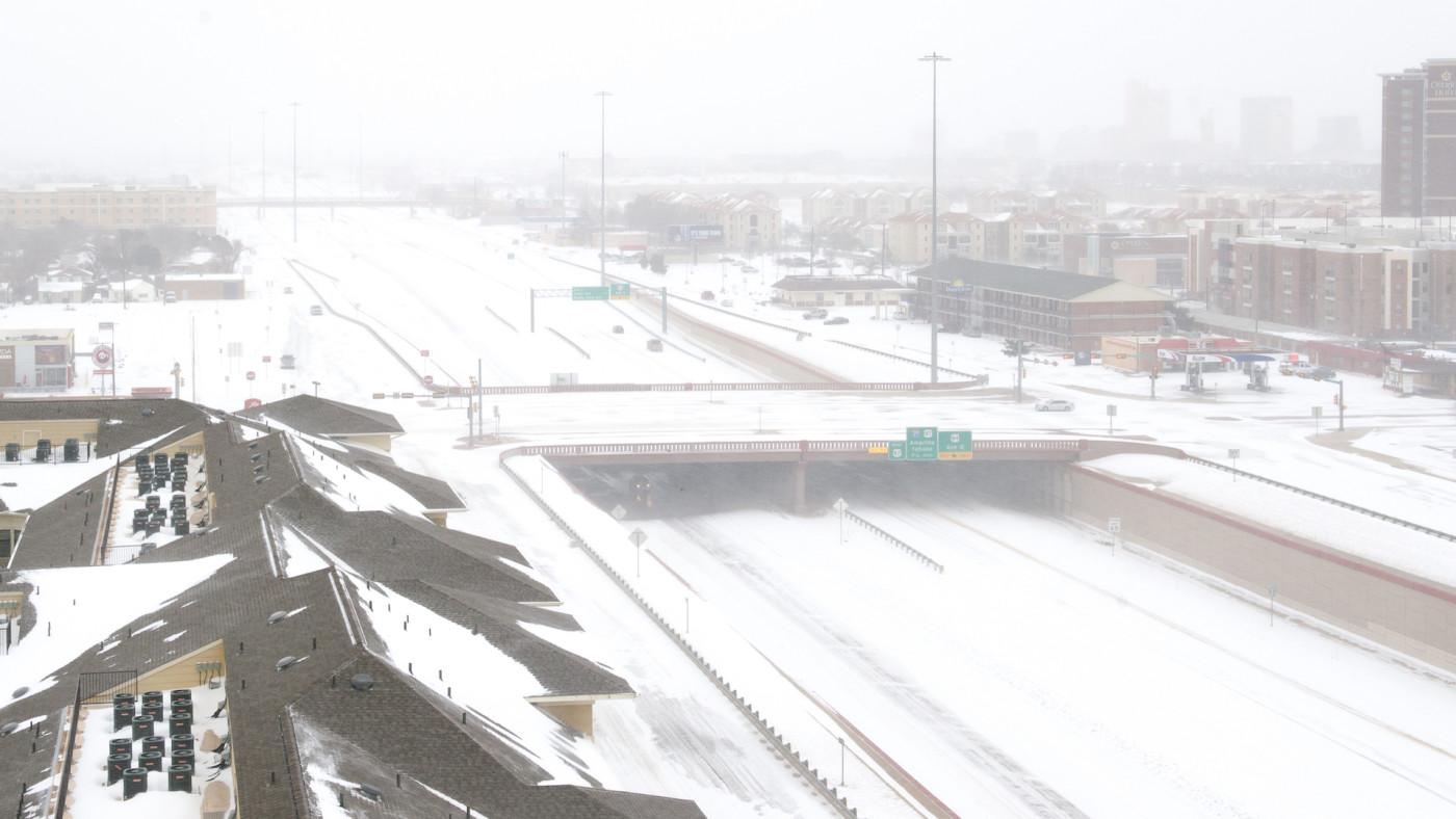 Snow blankets Marsha Sharp Freeway
