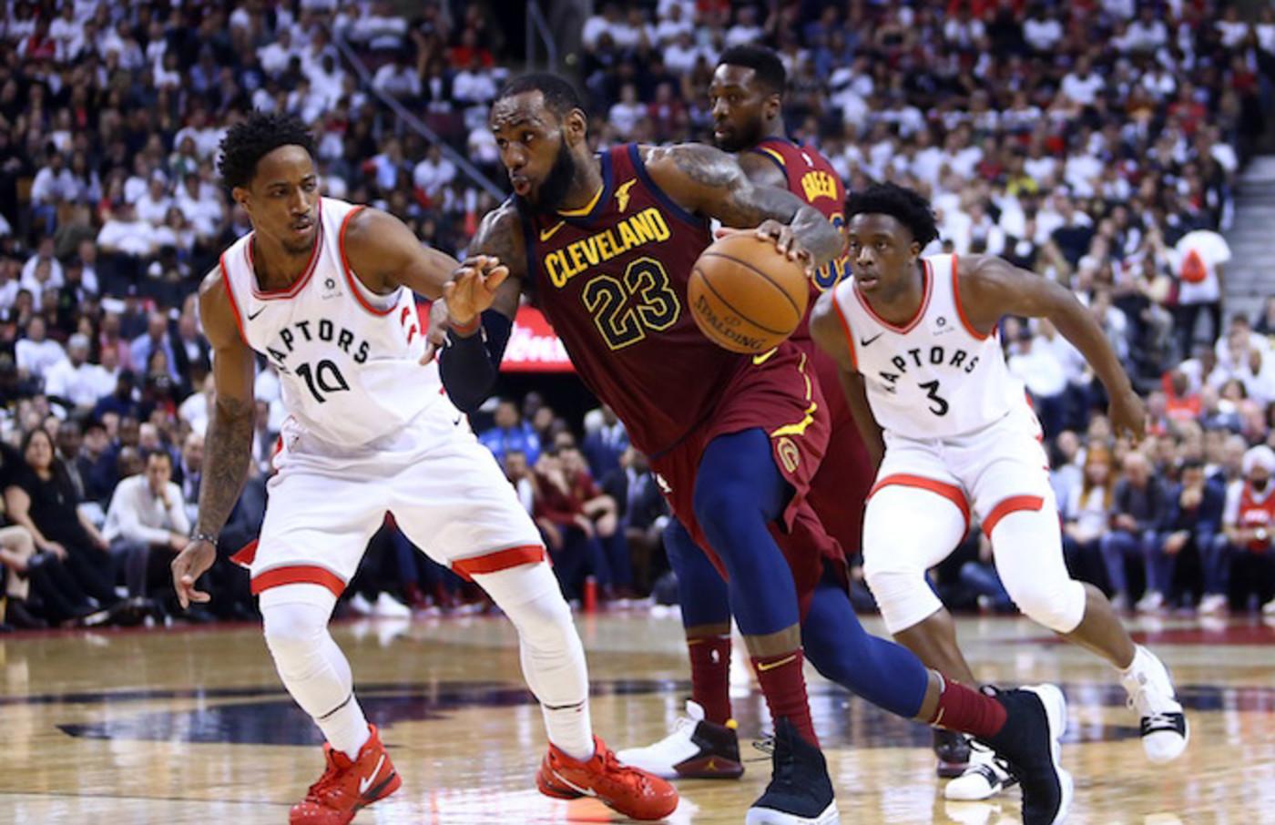 Cleveland Cavaliers dribbles the ball as DeMar DeRozan defends.