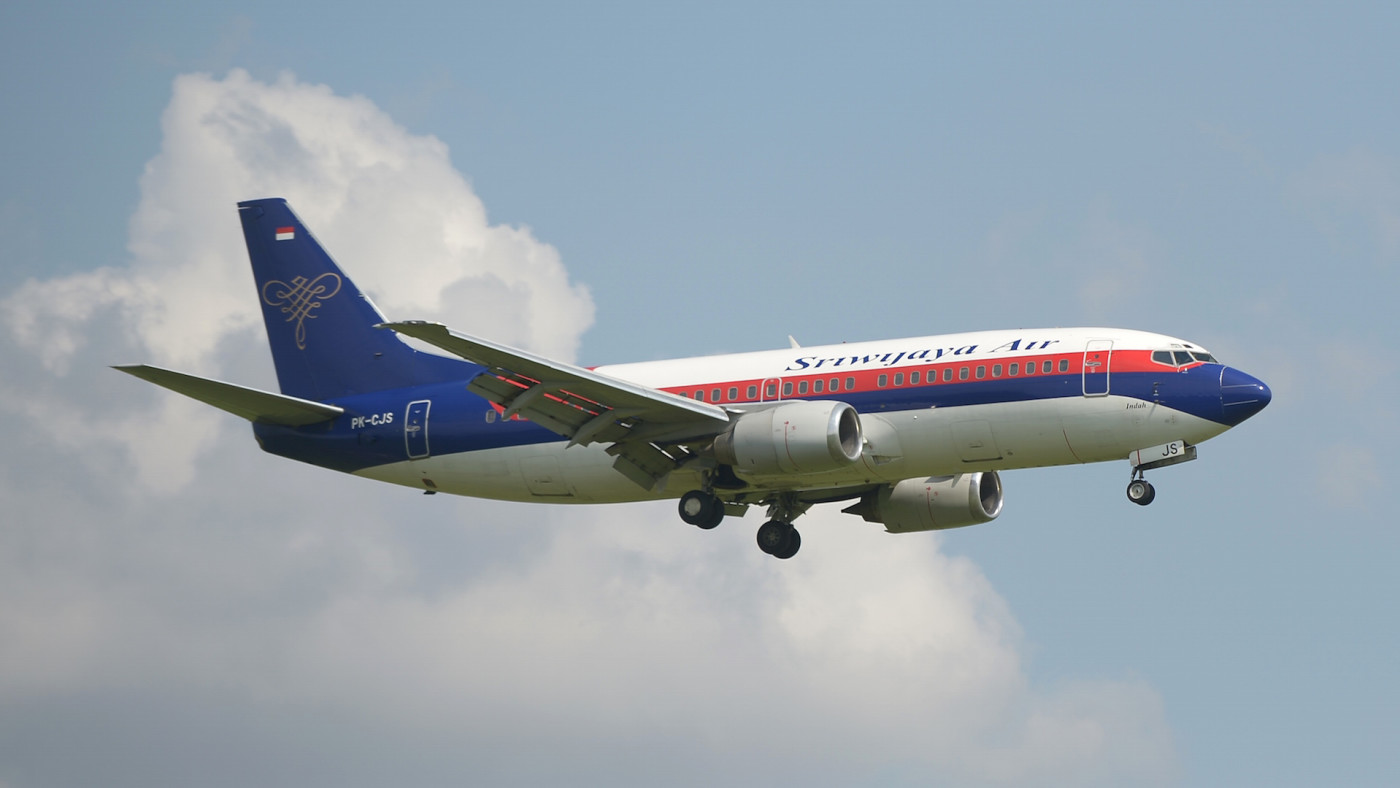 Indonesian Sriwijaya air plane preparing for landing