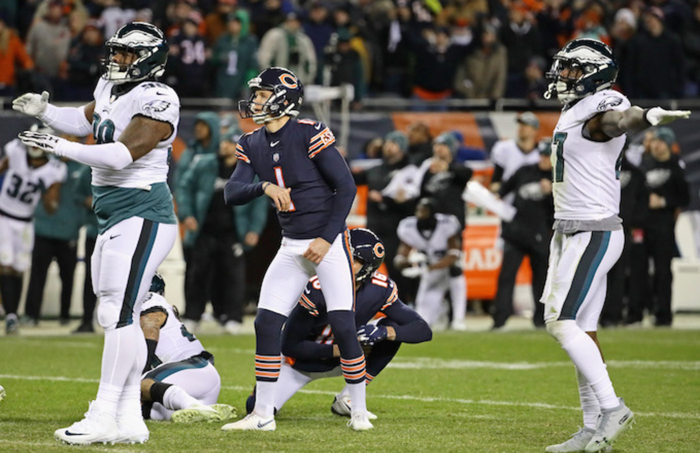 Cody Parkey watches missed field goal.