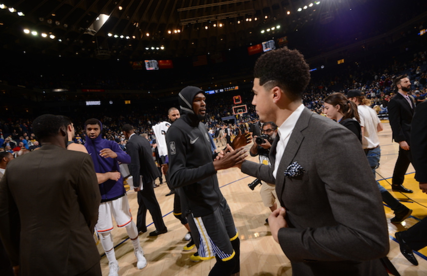 Kevin Durant and Devin Booker shake hands after the game.
