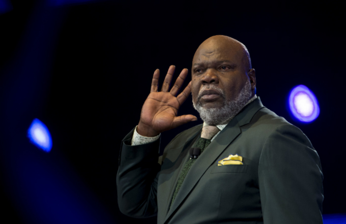 T.D. Jakes Roasted for Choice of Preaching Attire | Complex