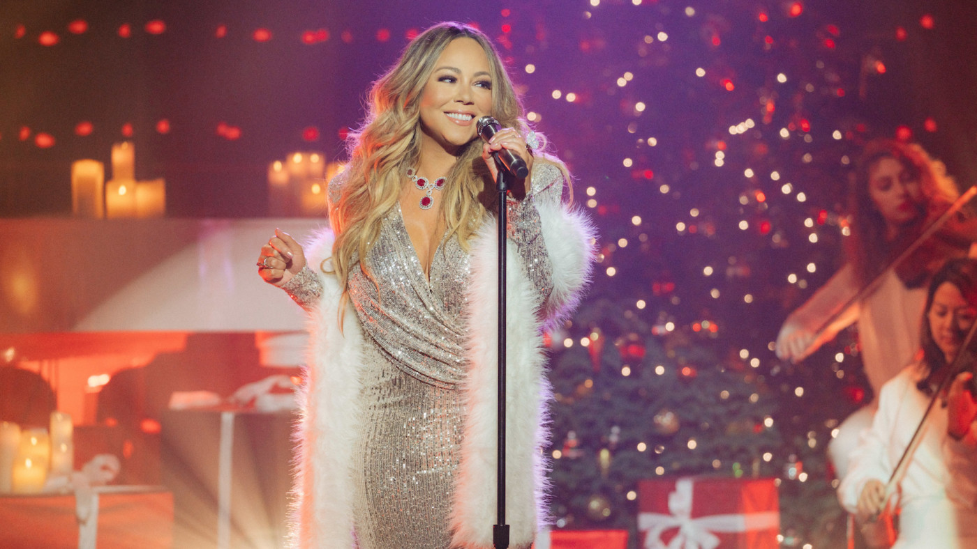 """Mariah Carey performs """"Christmas Time is in The Air"""""""