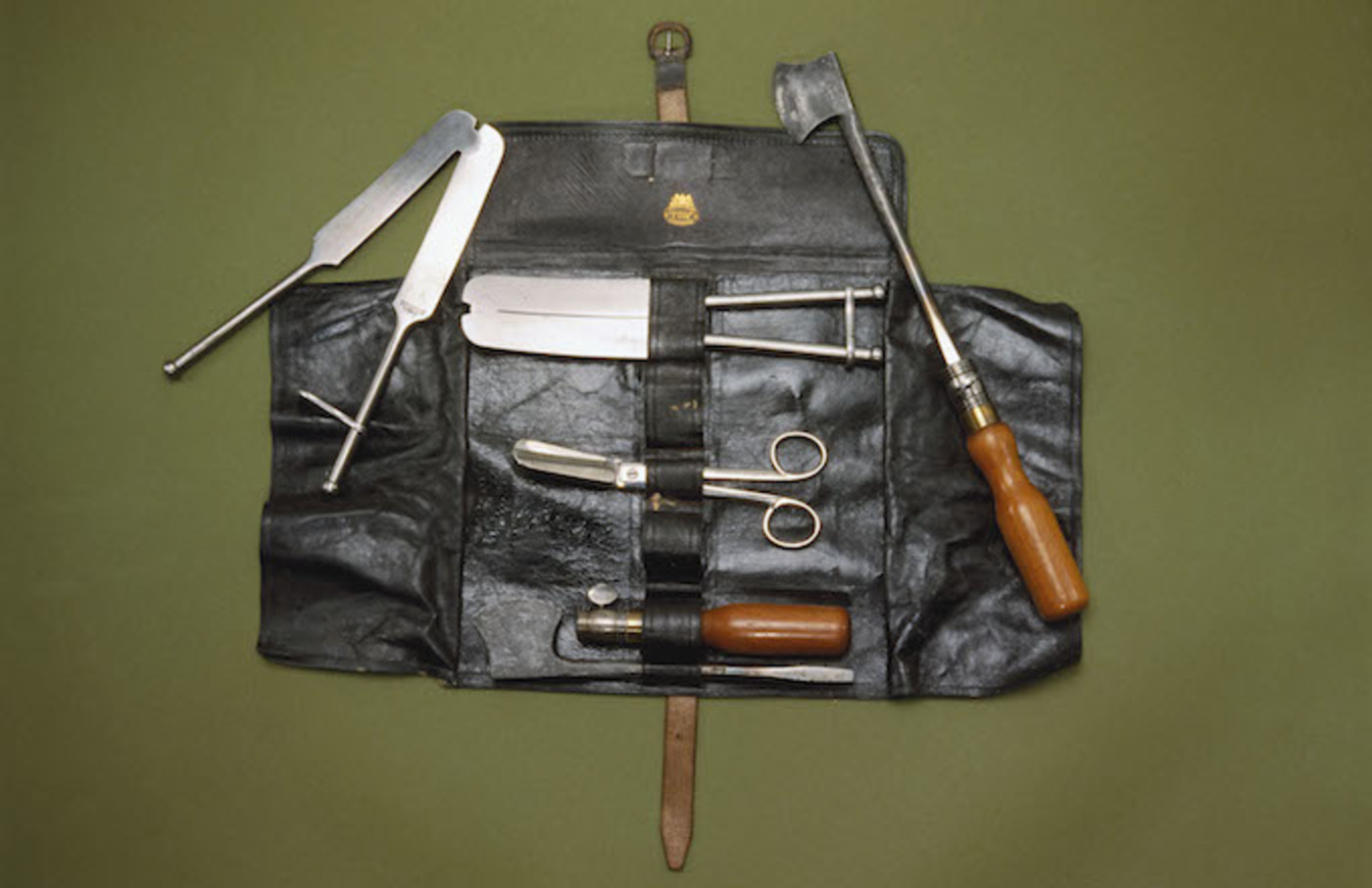 This castrating instrument set was manufactured by Arnold and Sons, London.