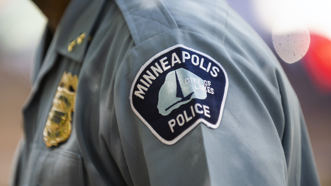 minneapolis-police-umbrella-man