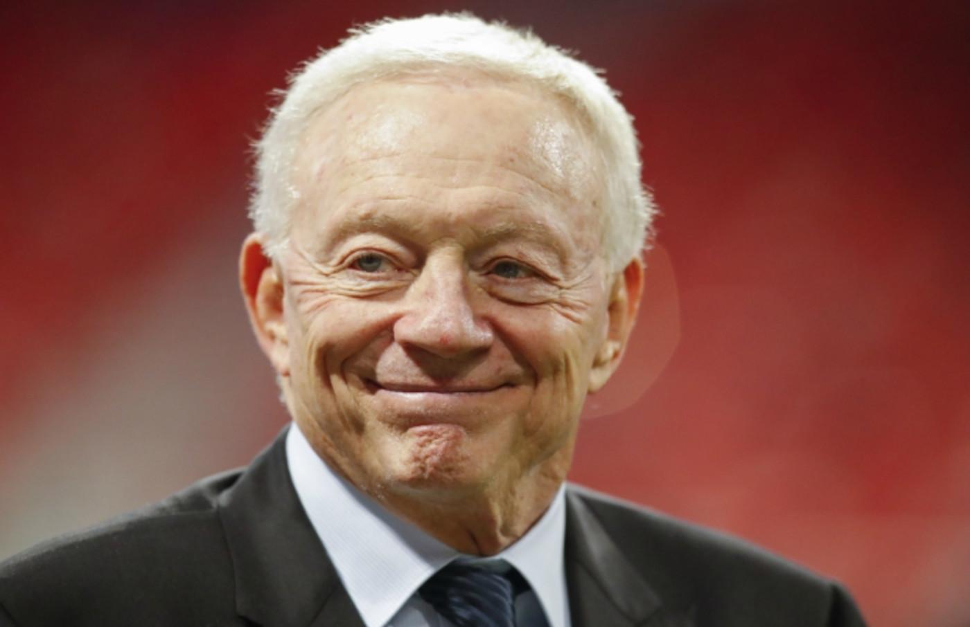 Jerry Jones smiles.