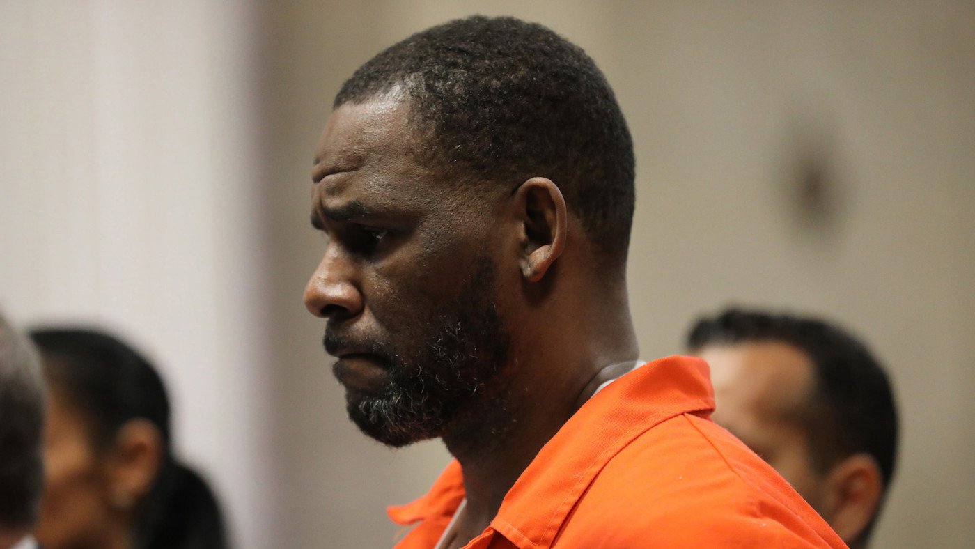 R. Kelly appears during a hearing at the Leighton Criminal Courthouse in Chicago.