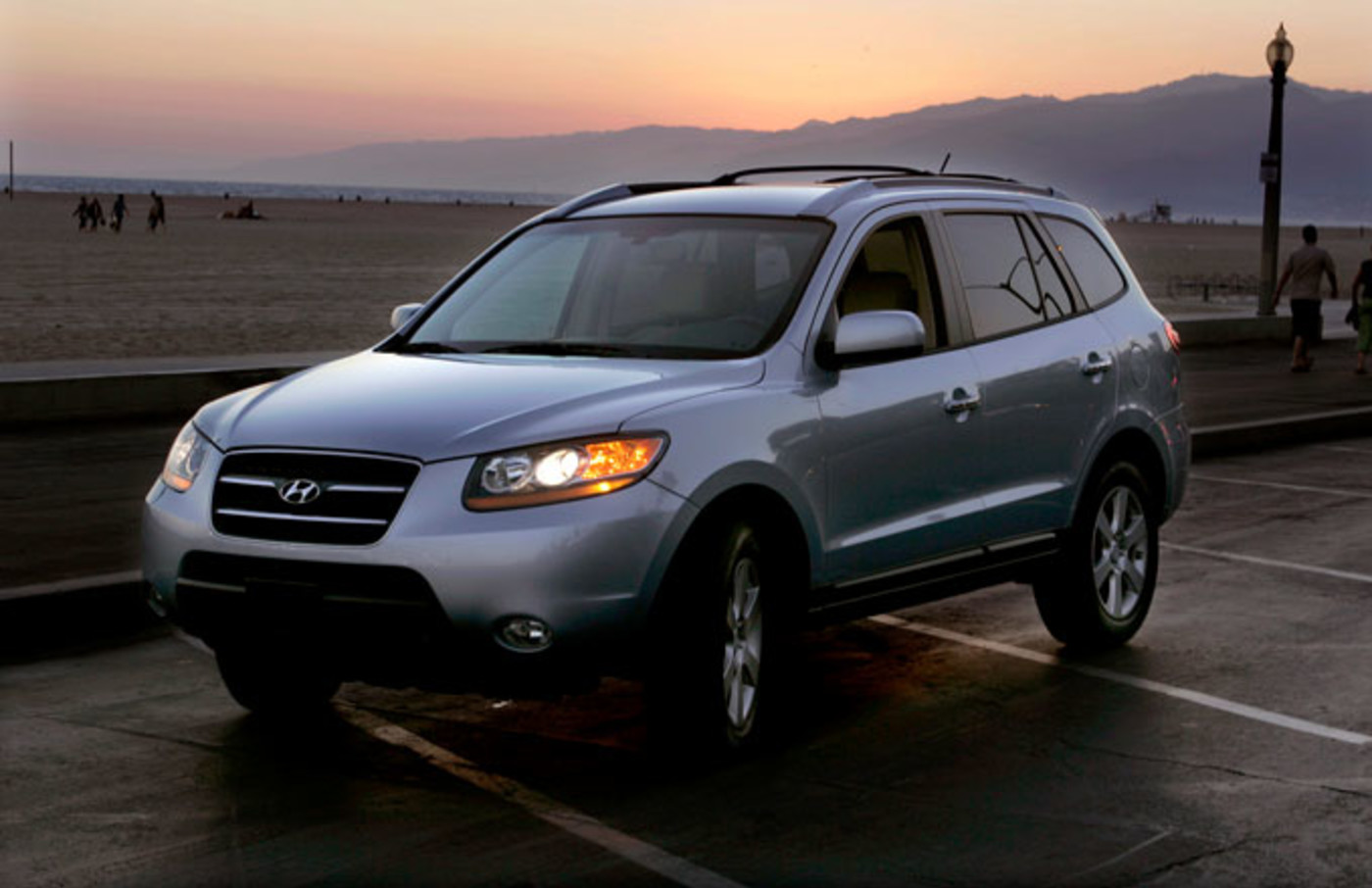 A Hyundai Santa Fe