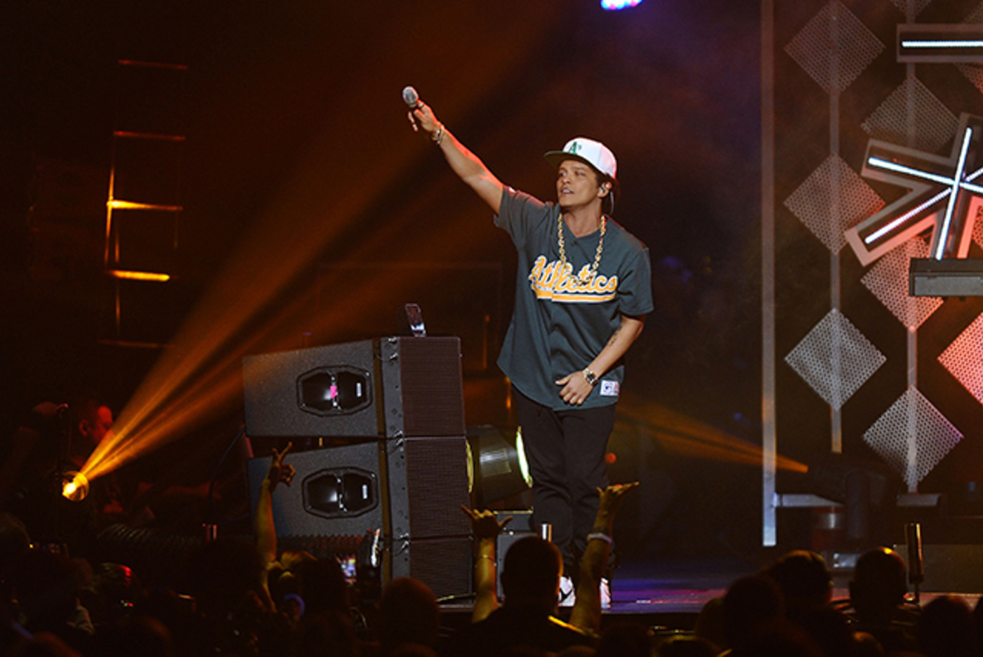 Bruno Mars at 102.7 KIIS FM's Jingle Ball 2016
