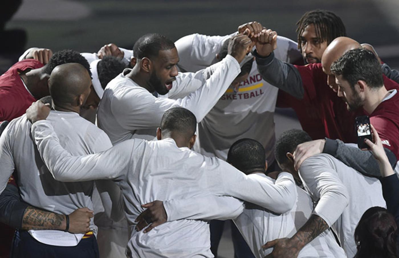 cavaliers huddle
