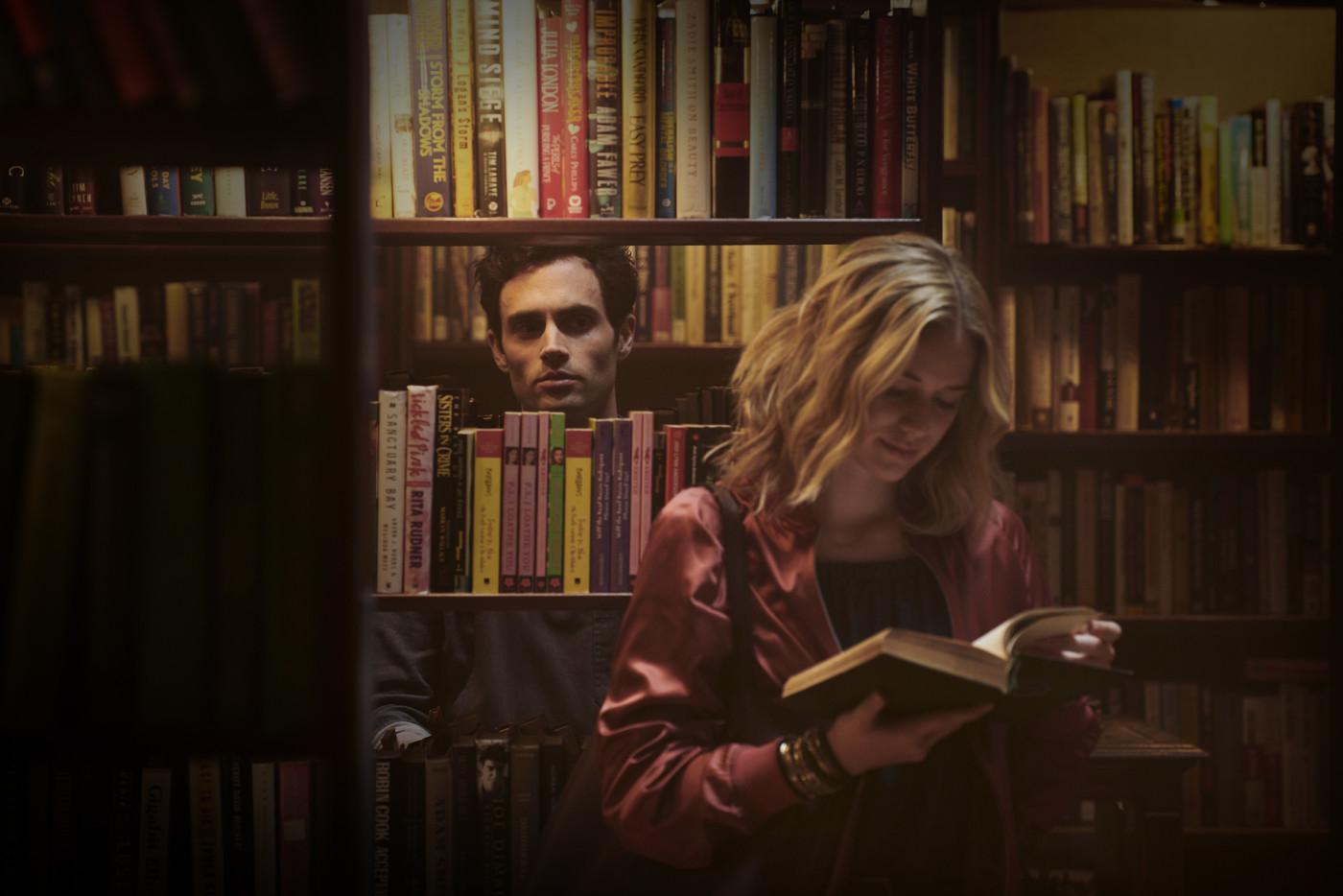 Penn Badgley and Elizabeth Lail star in 'YOU'
