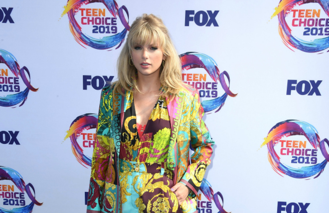 Taylor Swift arrives at the FOX's Teen Choice Awards