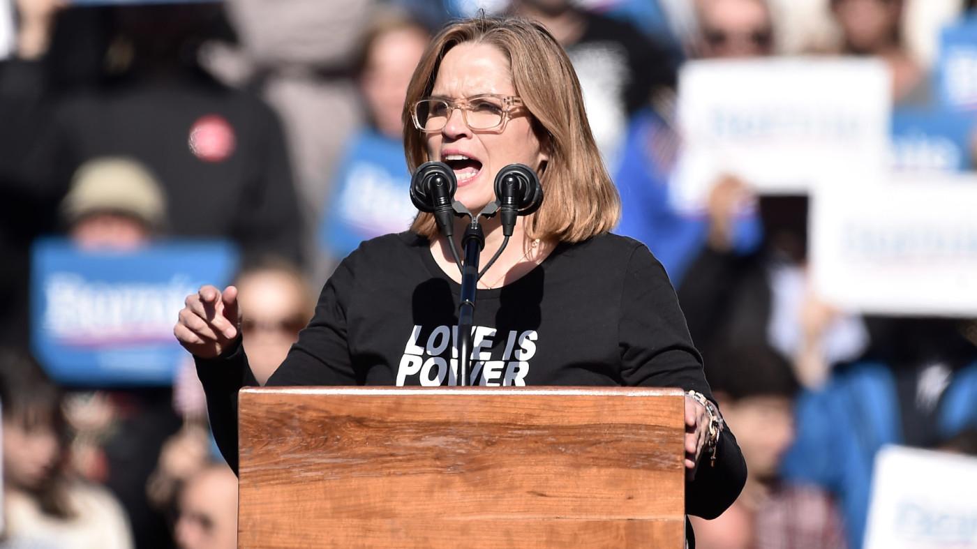 Carmen Yulín Cruz speaks at a Bernie Sanders campaign rally