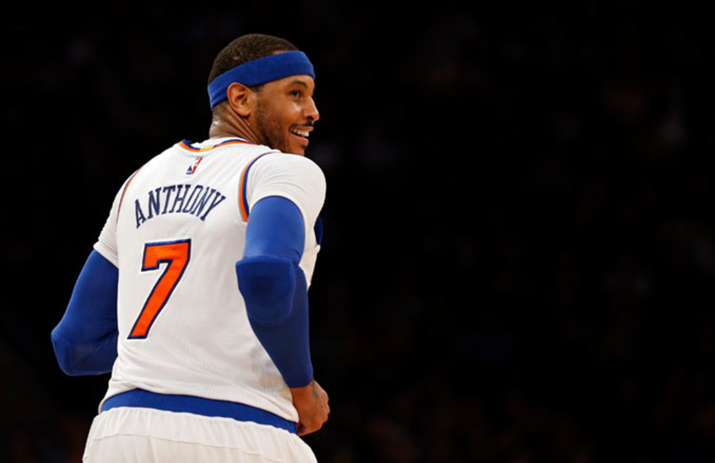Carmelo Anthony jogs down the court against the Bulls.