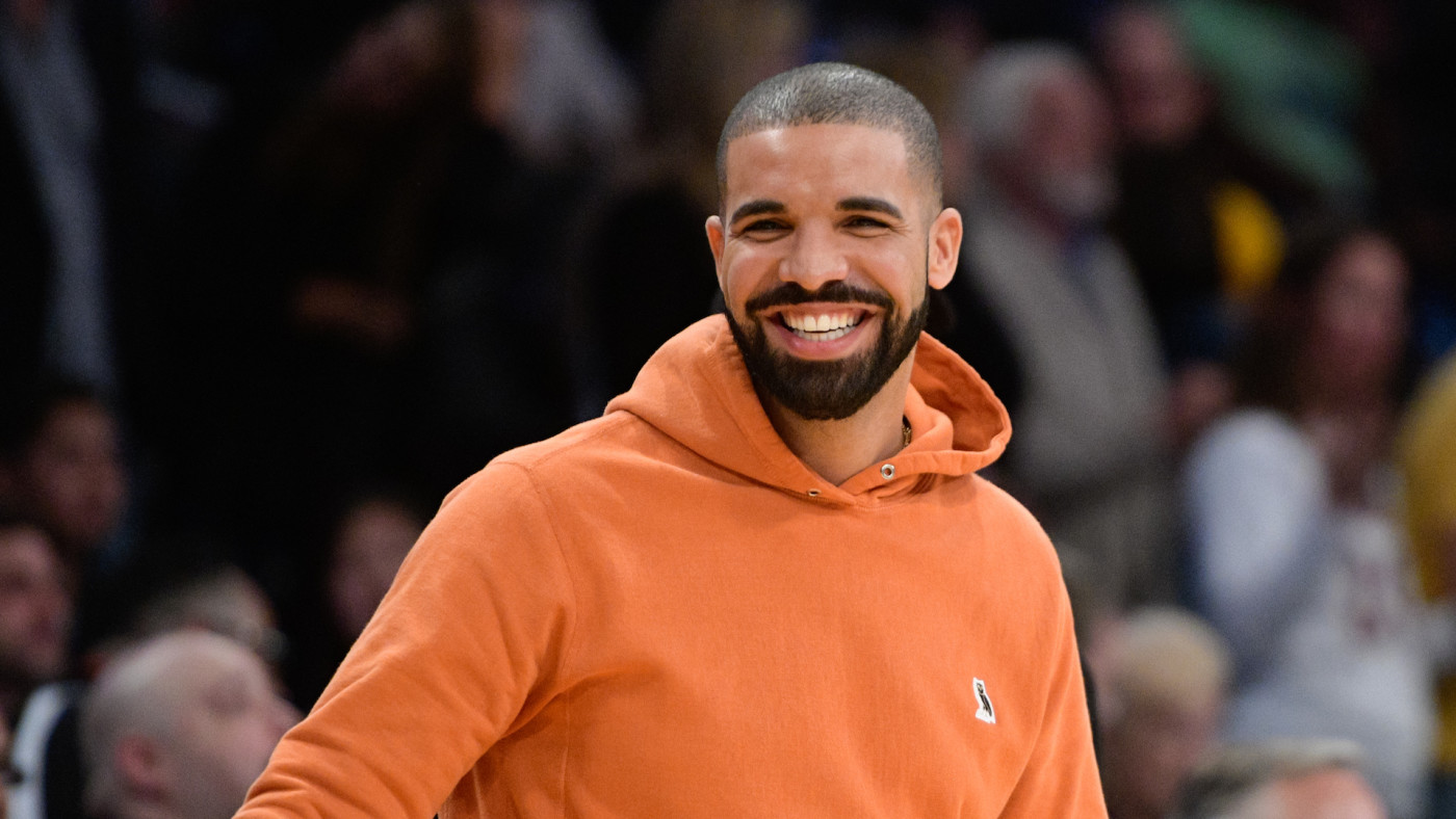 Drake attends basketball game between the Golden State Warriors and Los Angeles Lakers.