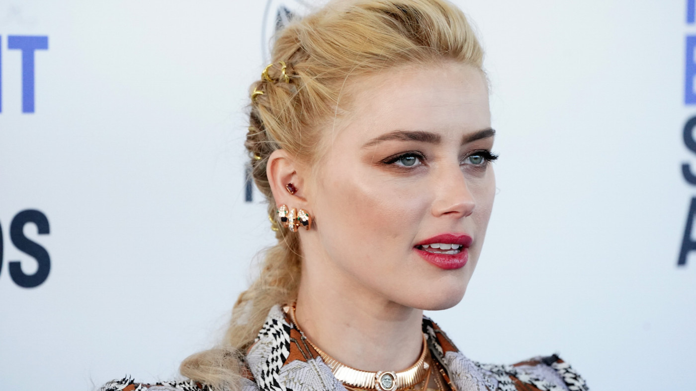 Amber Heard attends the 2020 Film Independent Spirit Awards