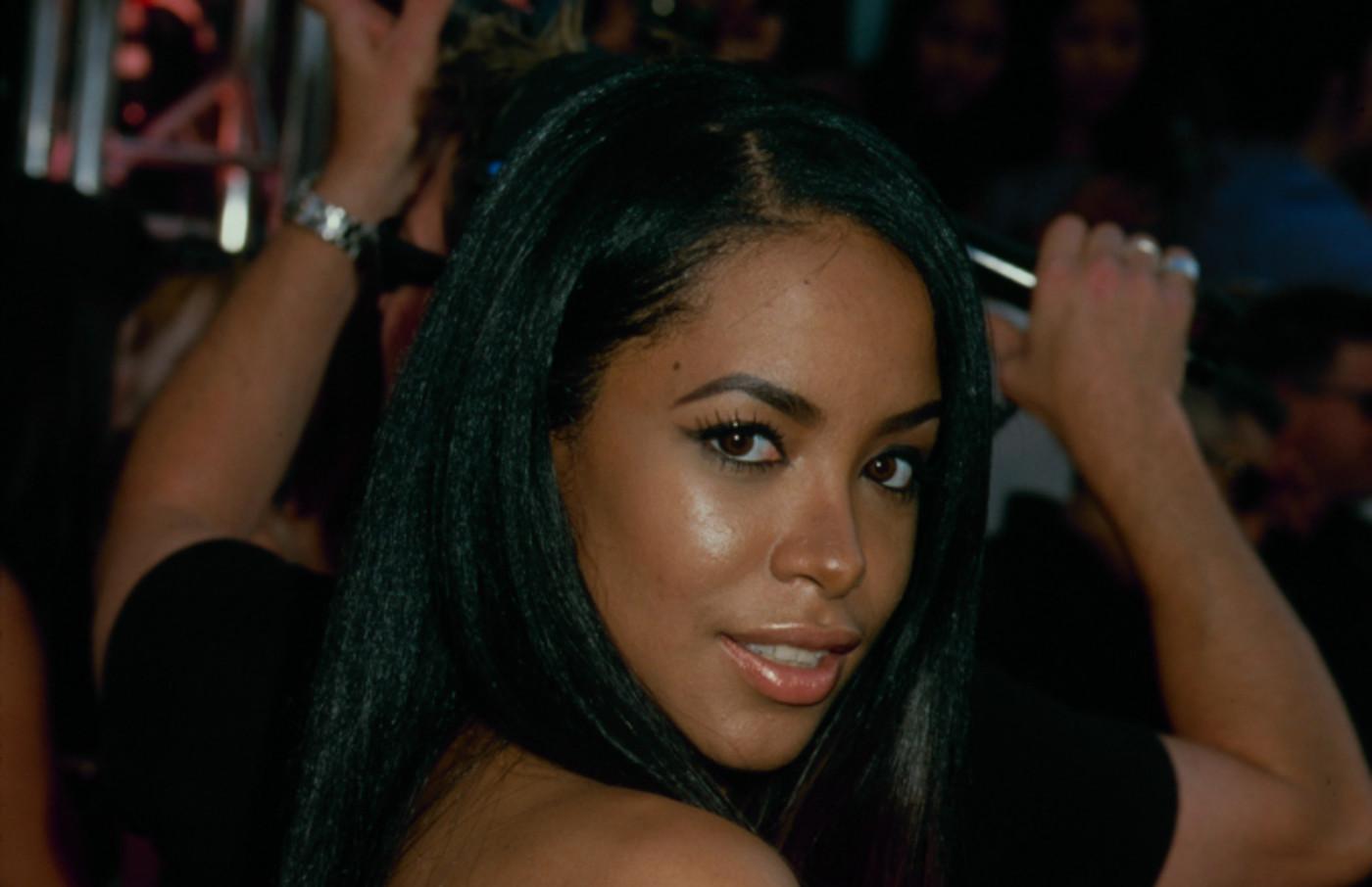 circa 1995: Aaliyah