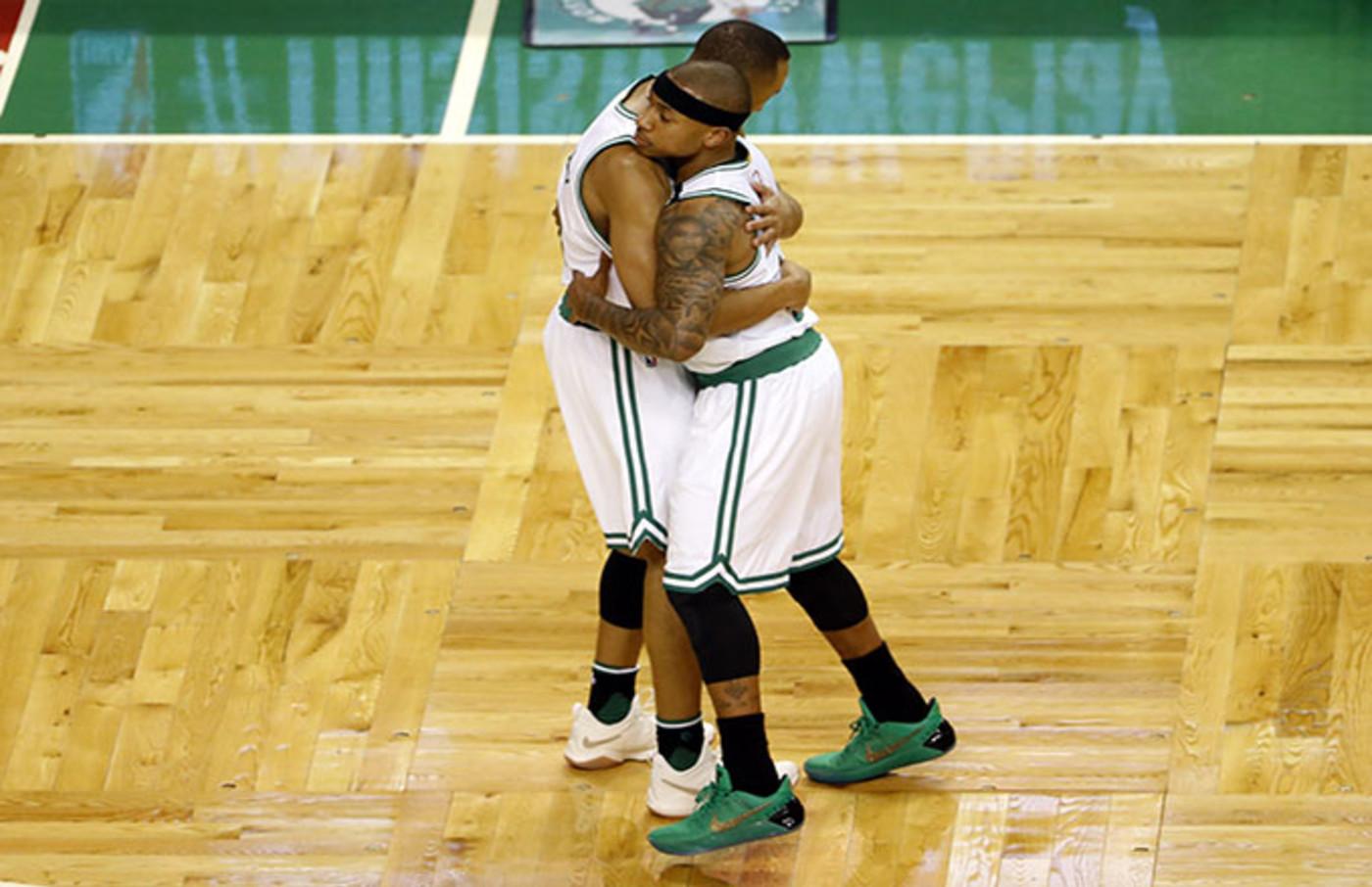 isaiah thomas celtics being hugged