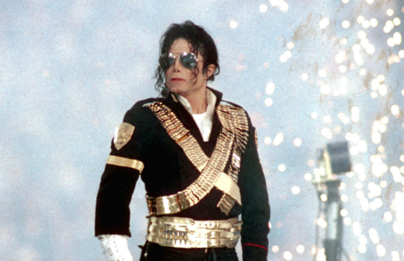 Michael Jackson performs