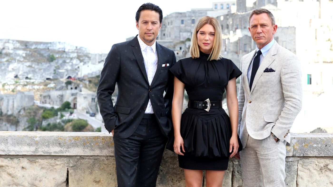 Cary Joji Fukunaga, Léa Seydoux and Daniel Craig pose on set of 'No Time To Die.'