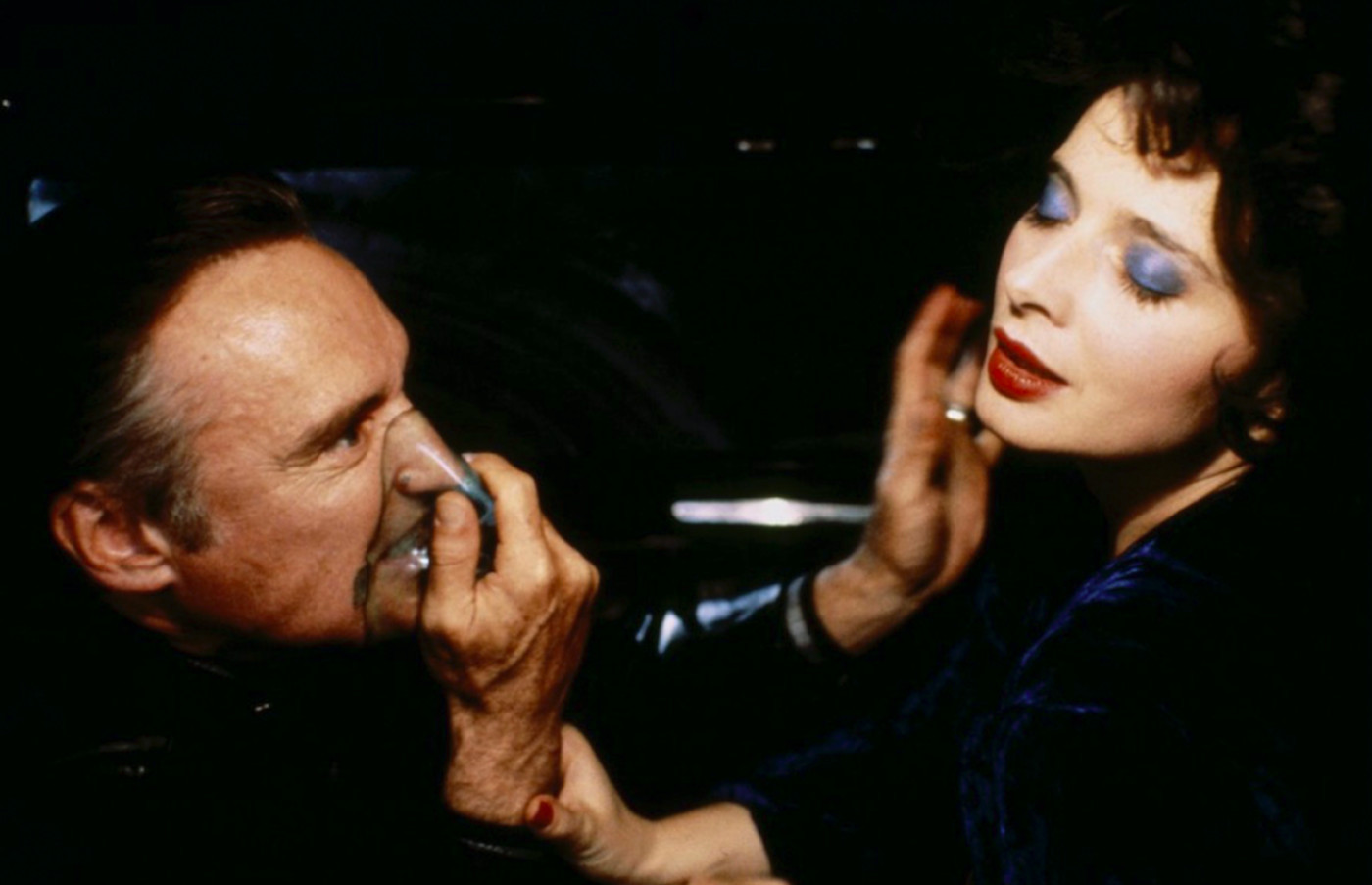hard-to-watch-movie-scenes-blue-velvet