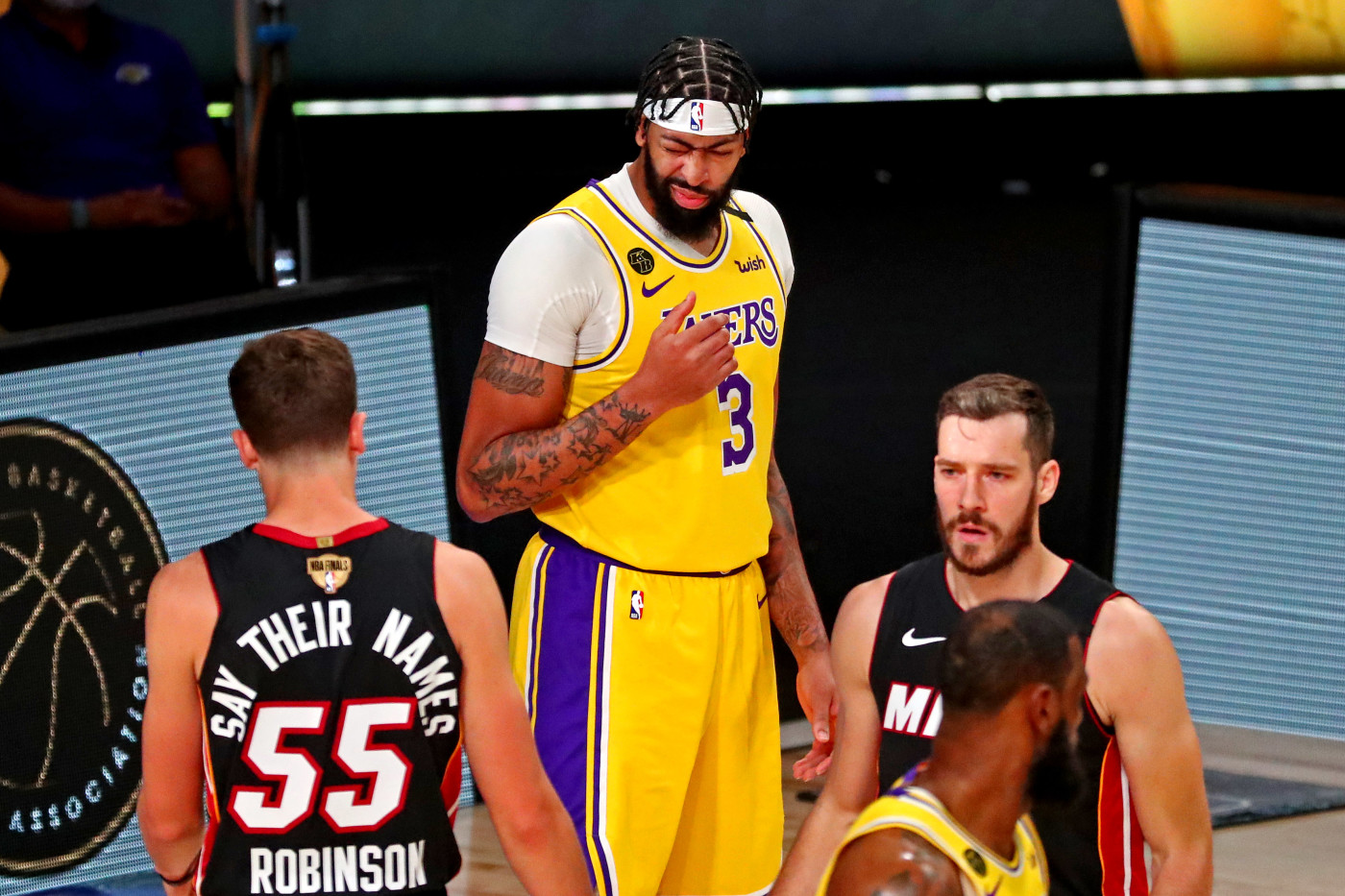8 Observations From The Lakers Game 1 Win In The Nba Finals Complex