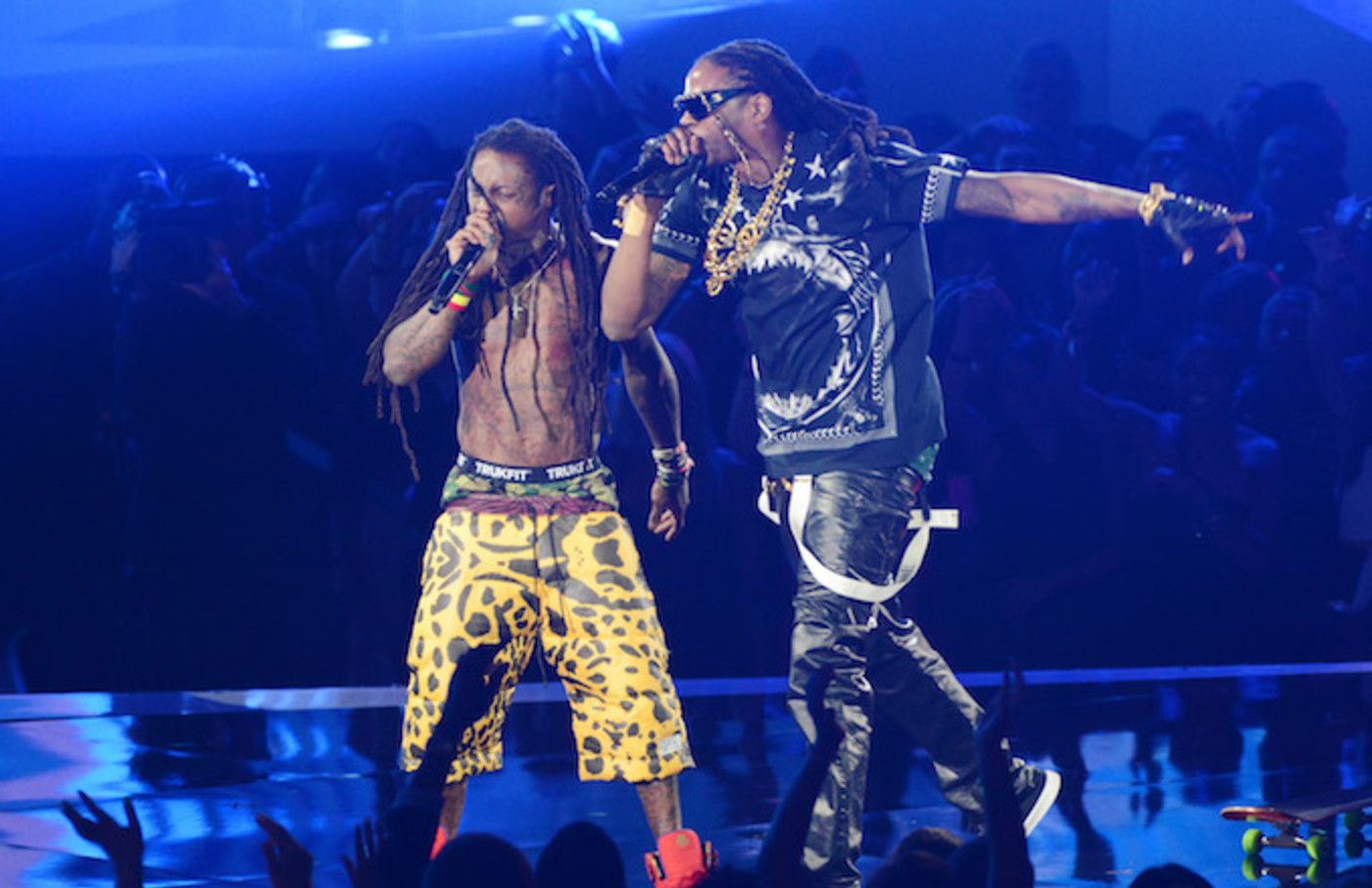 2 Chainz and Lil Wayne performing.