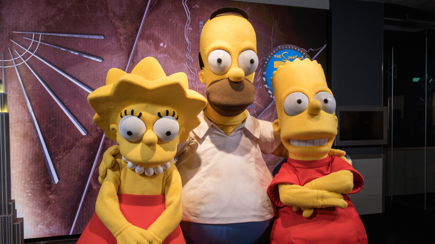 Lisa Simpson, Homer Simpson and Bart Simpson visit The Empire State Building