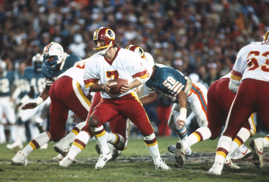 Redskins player holding onto ball in Super Bowl XVII