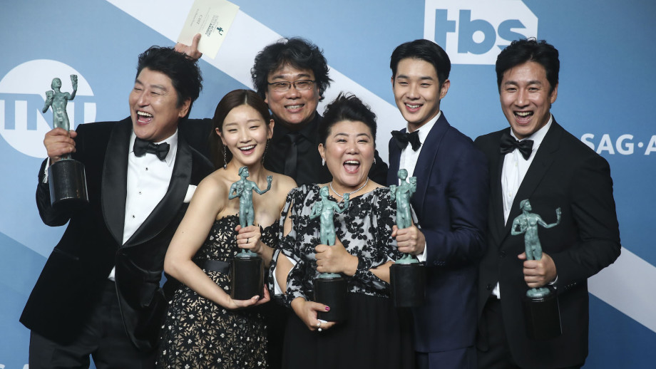 """Actors of """"Parasite"""" pose for a group photo at Screen Actors Guild Awards."""