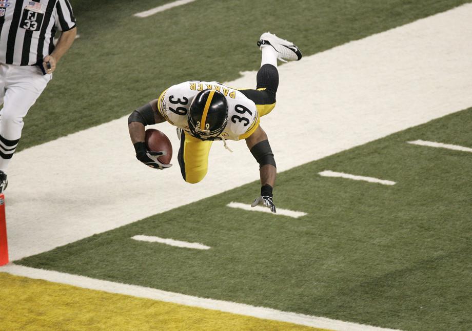 Willie Parker dives for a touchdown in Super Bowl XL