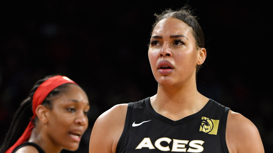 Liz Cambage #8 of the Las Vegas Aces