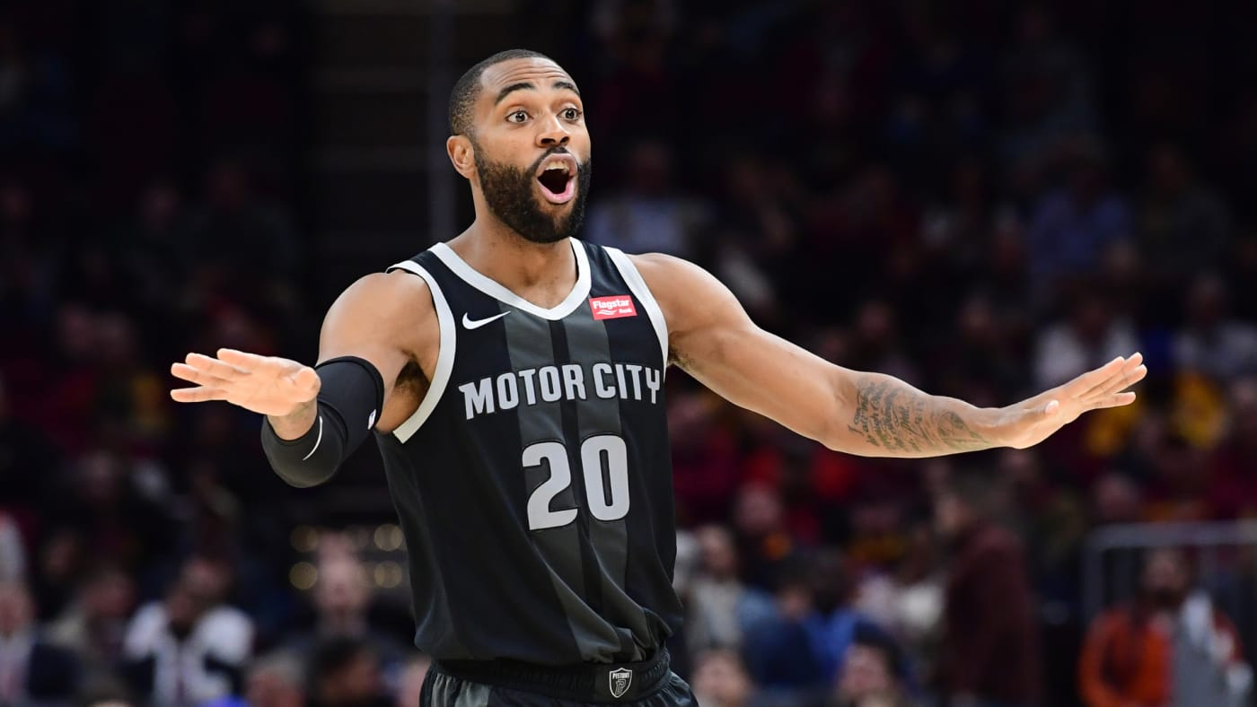 Wayne Ellington reacts during the first half against the Cleveland Cavaliers.