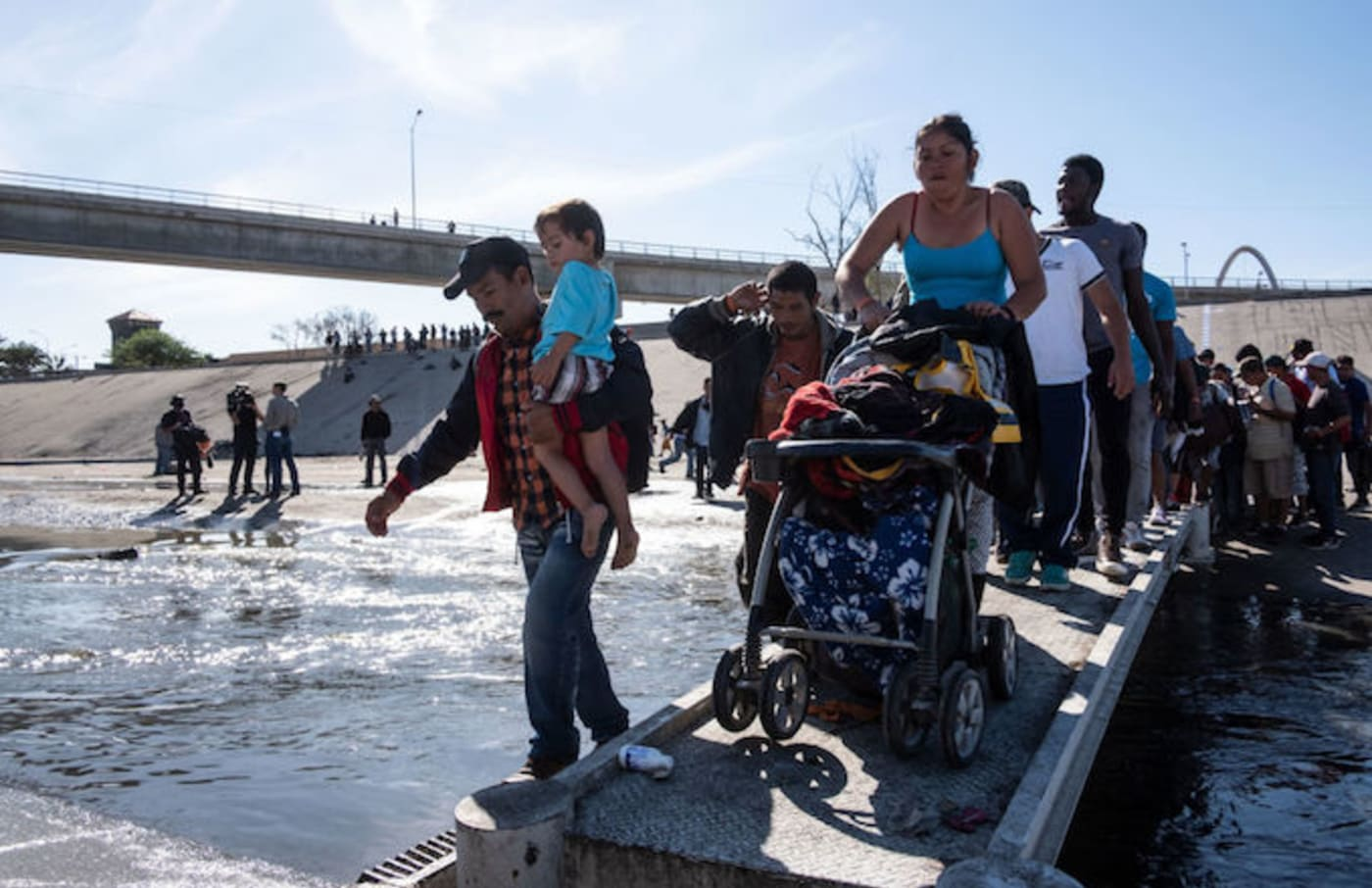 migrant us tear gassing