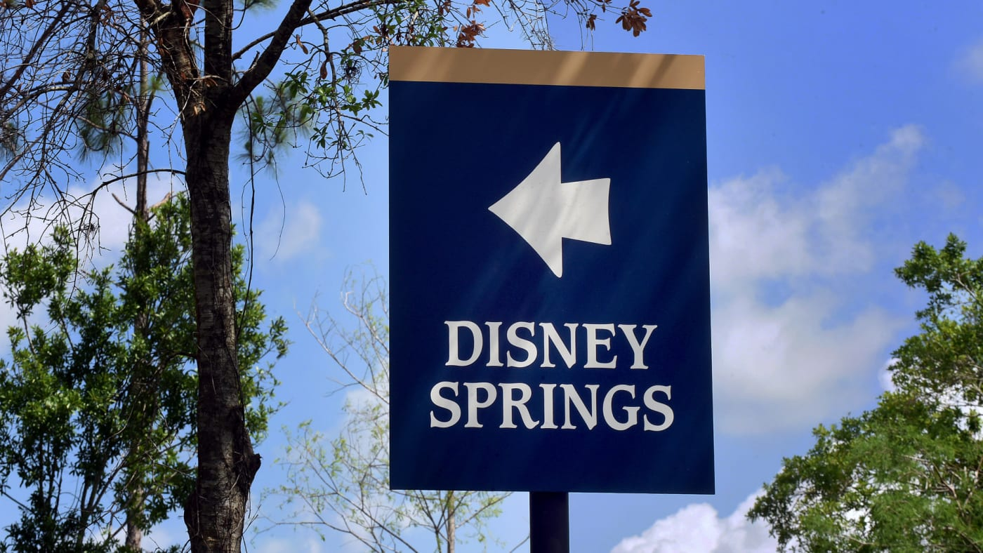 A sign directing visitors to Disney Springs at Walt Disney World.