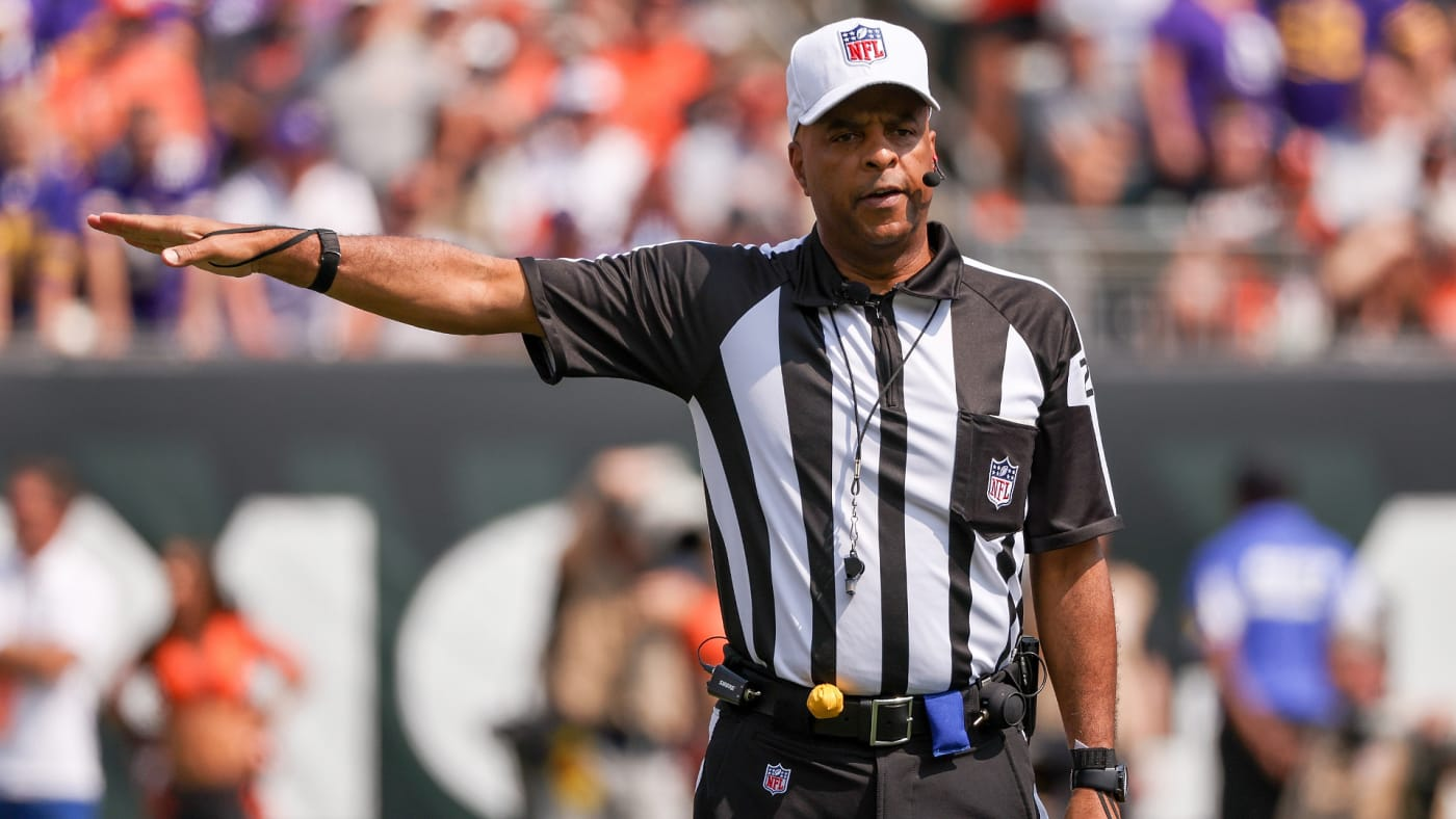 Referee Adrian Hill announces a penalty in the first quarter during the game between the Minnesota Vikings and Cincinnati Bengals.