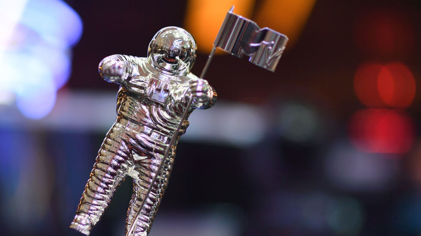 """VMA trophy known as """"Moon Person"""" is seen during the 2018 VMAs."""