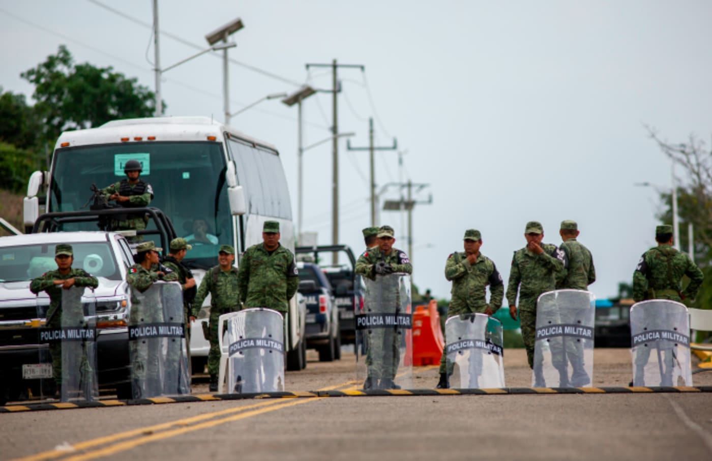 Mexican military police are standing at the border post