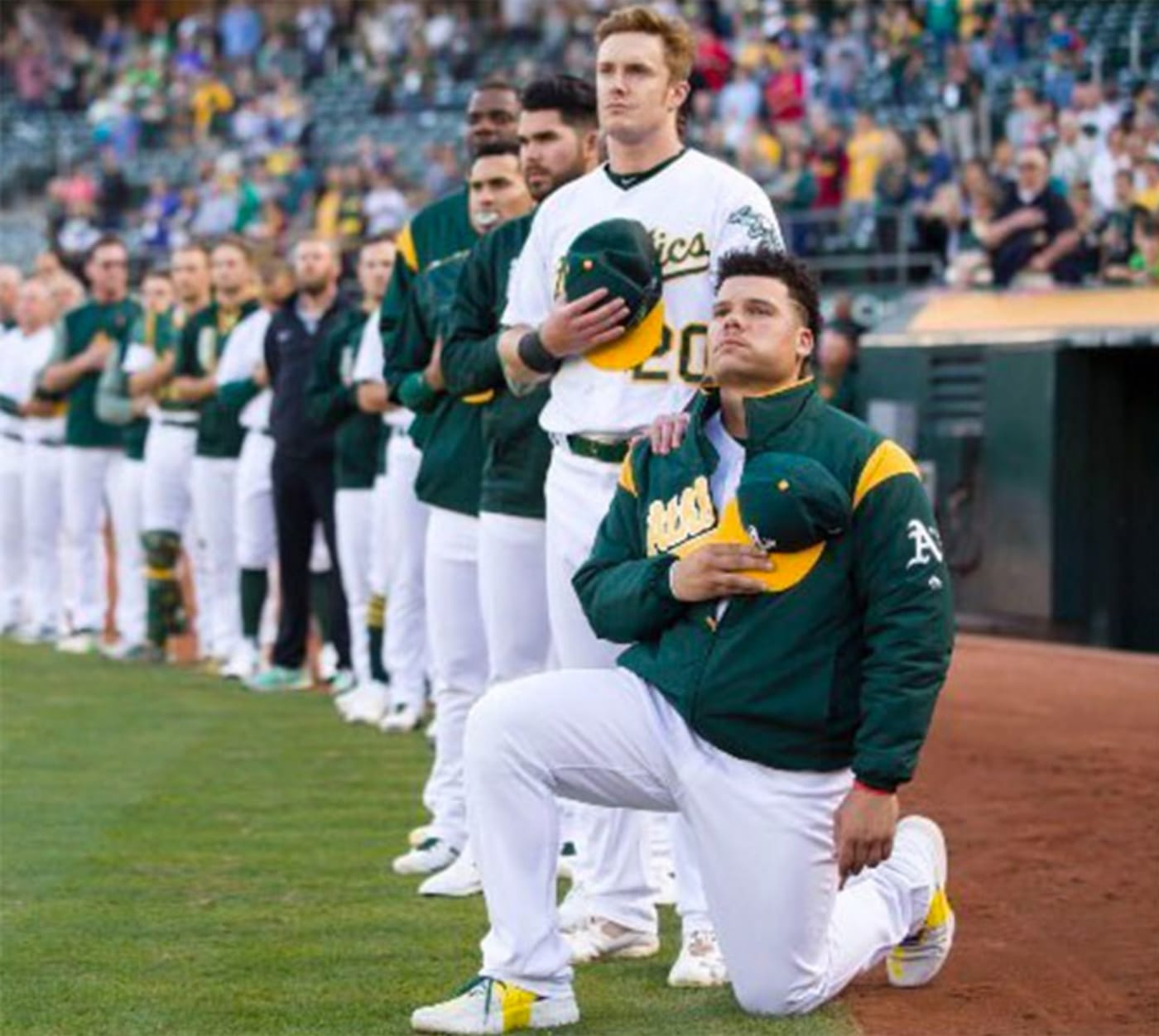 bruce maxwell kneeling during national anthem