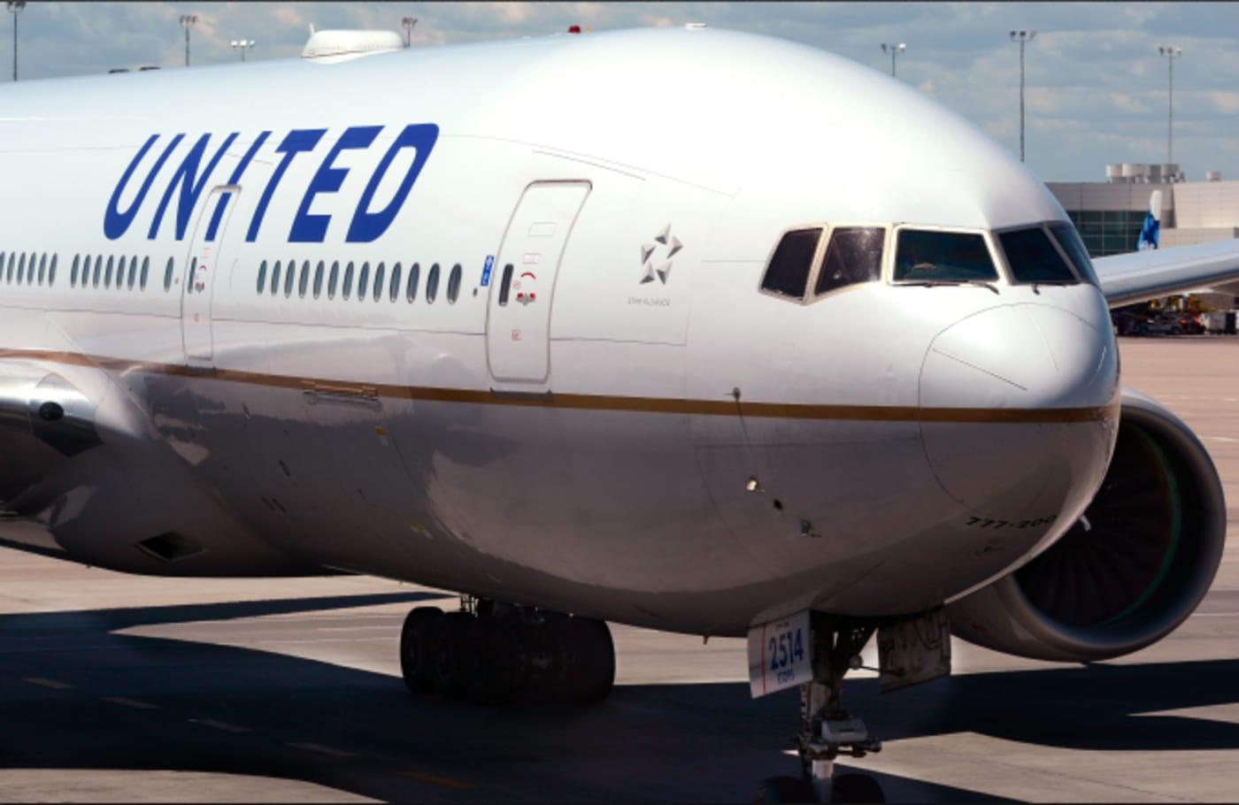 United Airlines passenger plane