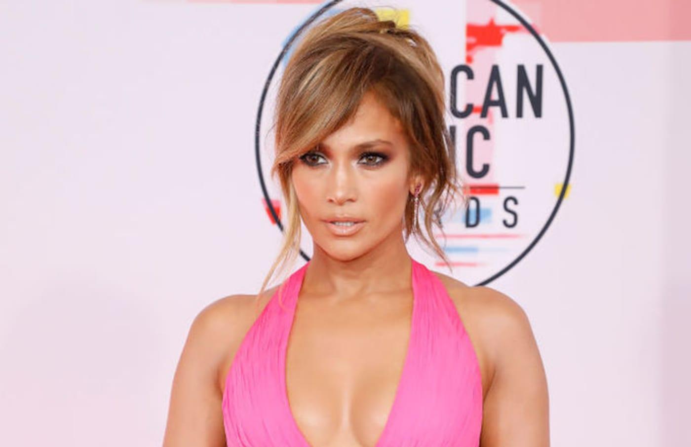 Jennifer Lopez looks so good wow